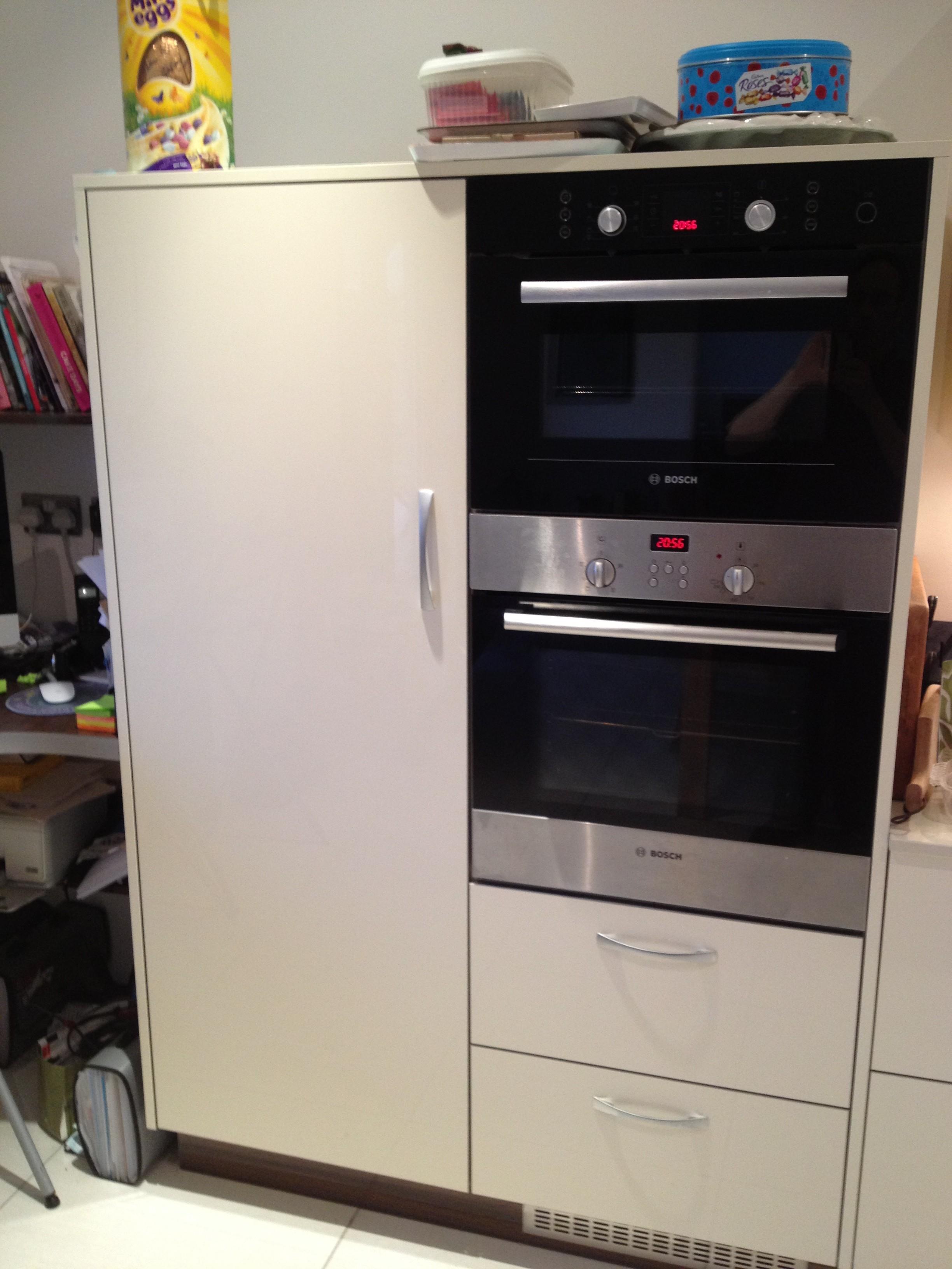 Midi larder and midi oven housing